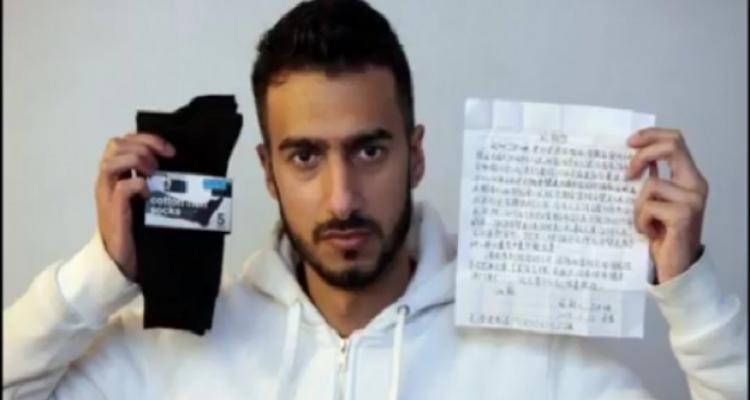 بريطاني يشتري جوارب و يكتشف بداخلها رسالة غامضة باللغة الصينية