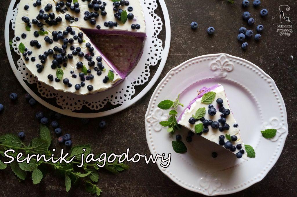 fioletowe-ciasto-na-bialej-paterze