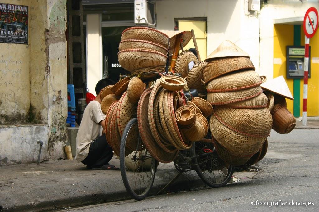 vendedor de cestos en bicicleta, hanoi, vietnam