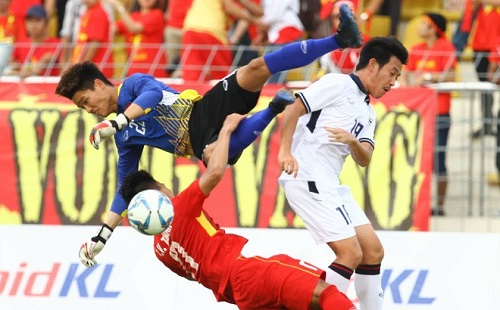 Minh Long trong trận gặp Thái Lan tại SEA Games 29