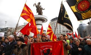 Ογκώδης διαδήλωση στα Σκόπια ενάντια στην αλλαγή του ονόματος «Μακεδονία»