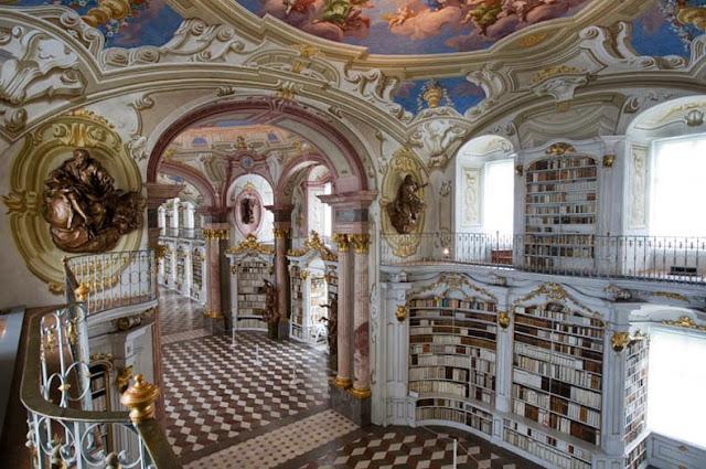 La biblioteca de la Abadía Benedictina de Admont, en Austria.