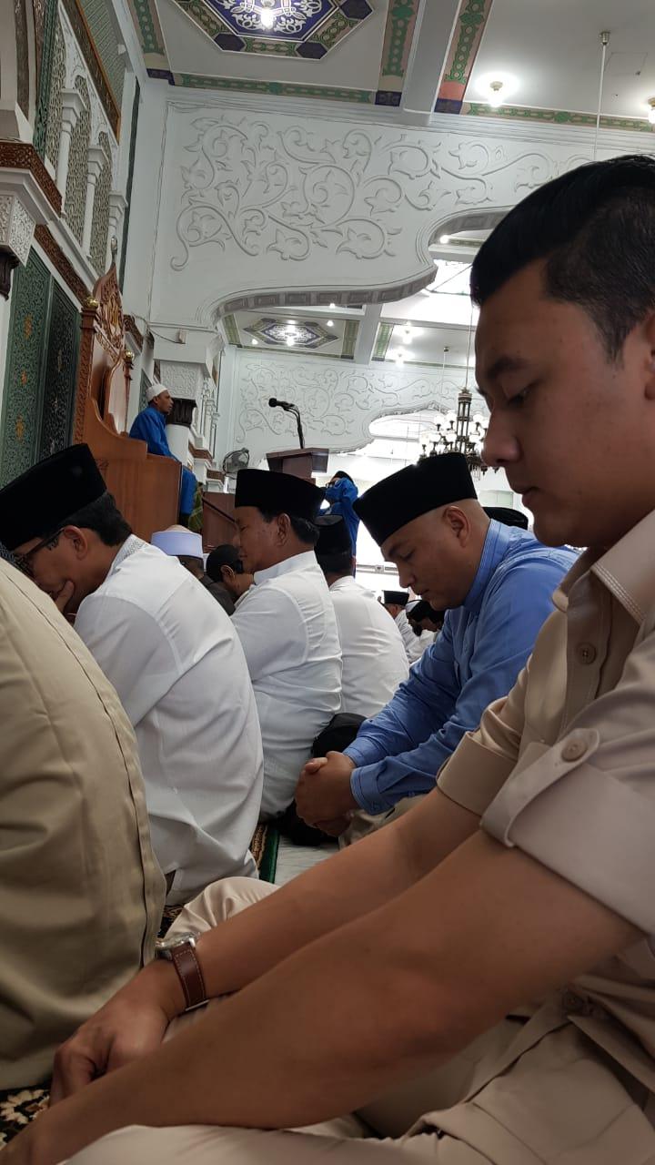 Eksklusif! Foto Shalat Jum'at dan Sambutan Masyarakat Aceh ke Prabowo