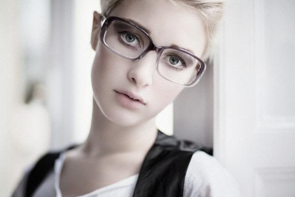 1fe8780b3f Anteojos: ¿cuál es el marco ideal para tu cara? La forma del rostro de cada  una, el estilo y el tamaño de los lentes, los colores y el grosor del marco  son ...