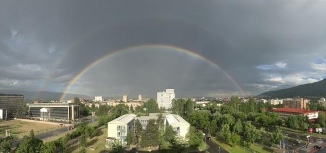 Bild des Tages - Doppelter Regenbogen über Skopje