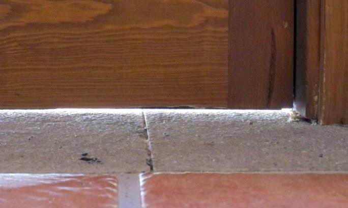 Hogares verdes burletes y bajos de puerta el mejor remedio contra las filtraciones de aire - Burlete puerta ...