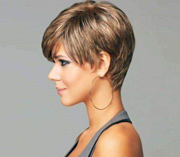 Mittellange haare fransig geschnitten
