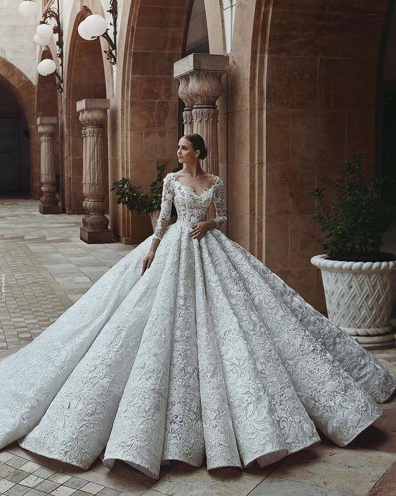 f2fc7e40f فساتين زفاف ملكية مميزة ذات تصميم راقي لعام 2019