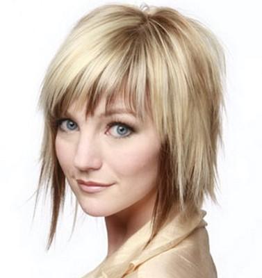 model rambut lurus berponi pendek