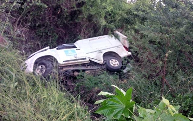 Pai e filho morrem após ambulância de Xique-Xique capotar na BA-052