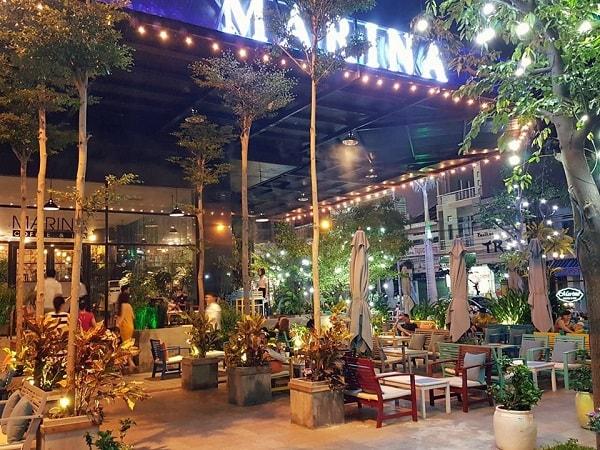Một phần không gian Marina Coffee