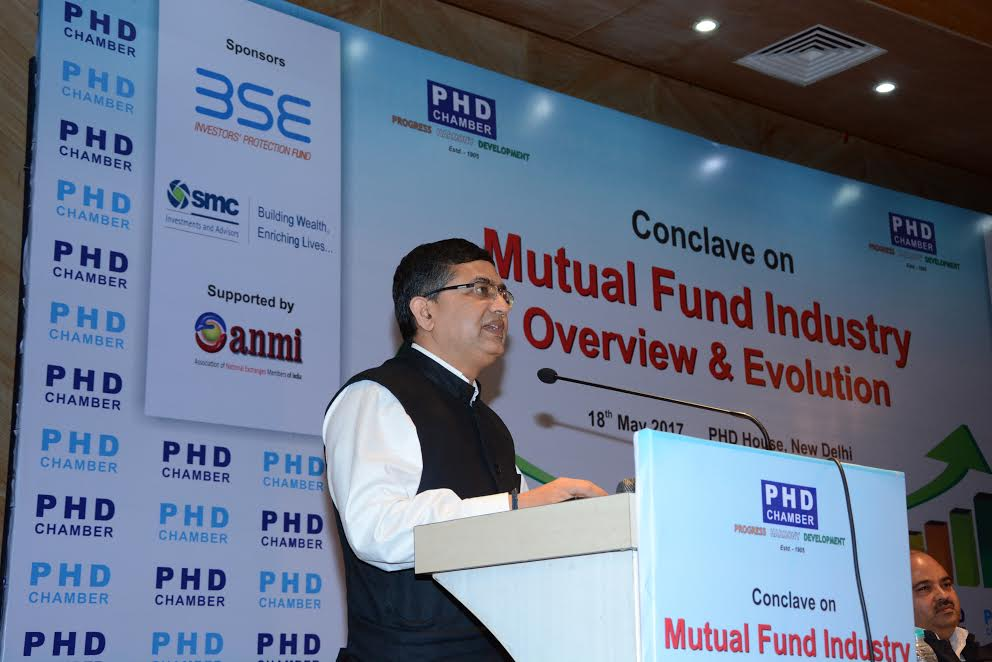 overview of mutual fund industry A mutual fund is a type of collective investment these collective investments are a collection of money from many investors these mutual funds are then professionally managed to buy stocks, bonds or other securities including short-term money market instruments.