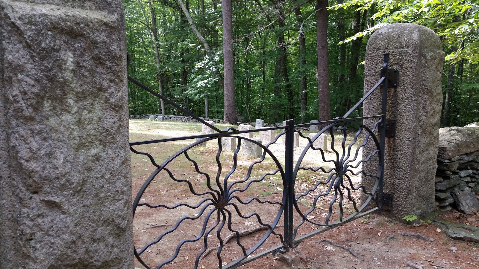 NEW ENGLAND FOLKLORE: Spider Gates Cemetery: Portals to Hell and College  Kids in Robes