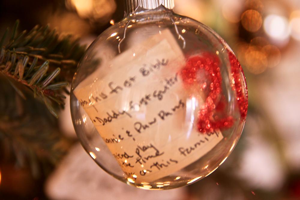 Kerst Ornament Time Capsule | Verbluffende zelfgemaakte kerstversieringen die je kunt maken met een beperkt budget | Kerst ornamenten om pinterest te maken
