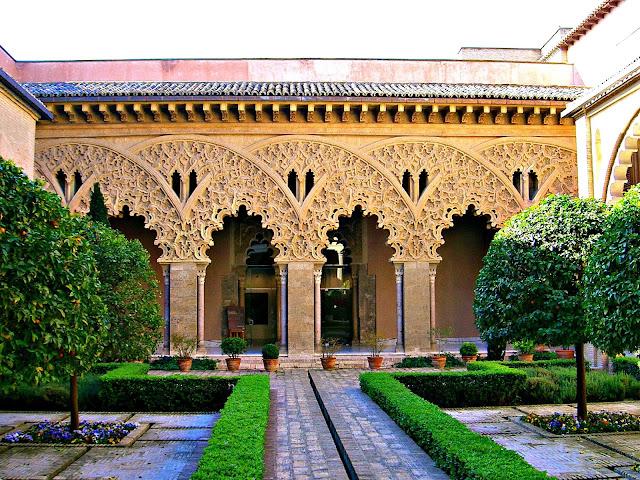 Arcos; Arquerías; Mudéjar; Mudéjares; Patio de santa Isabel; Aljafería; Castillo; Castillo de la Aljafería; Palacio de la Aljafería; Zaragoza; Aragón