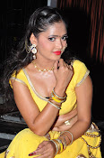 shreya vyas latest hot pics-thumbnail-10