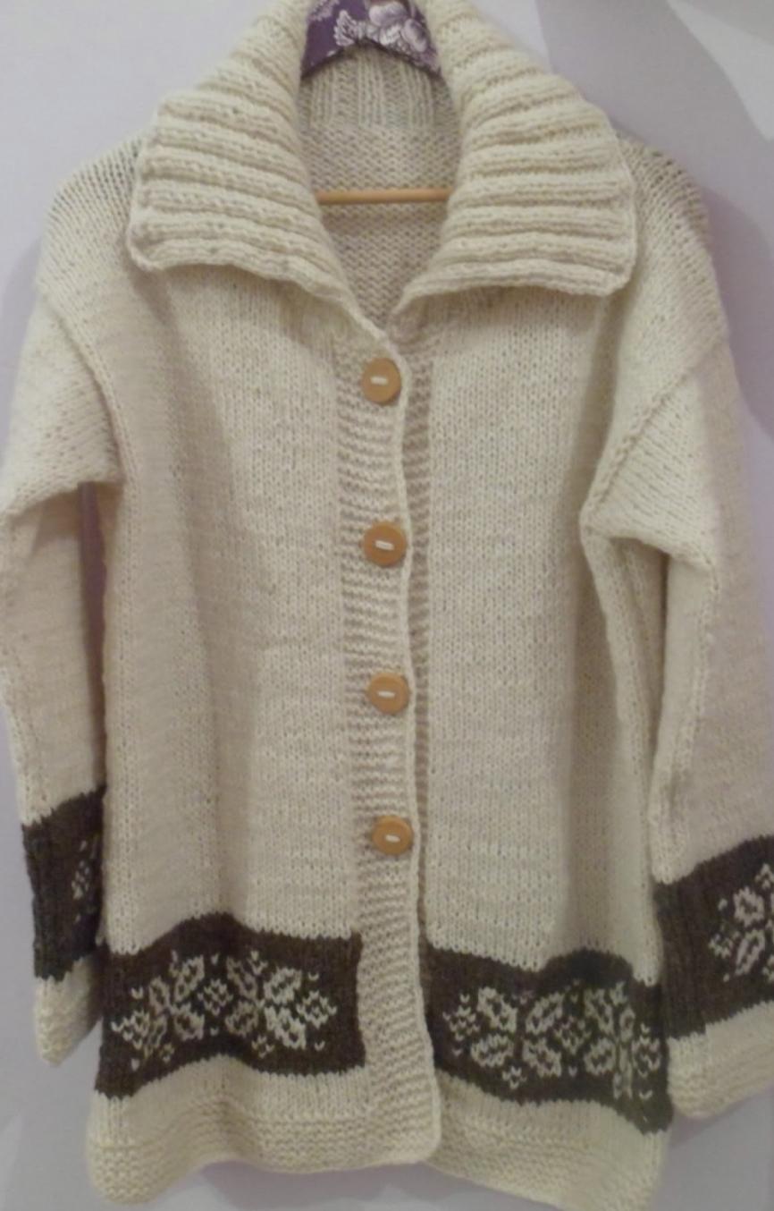 14925ecc95da2 Arelen Tejidos Artesanales  Hermosos abrigos en lana cruda para hombres y  mujeres