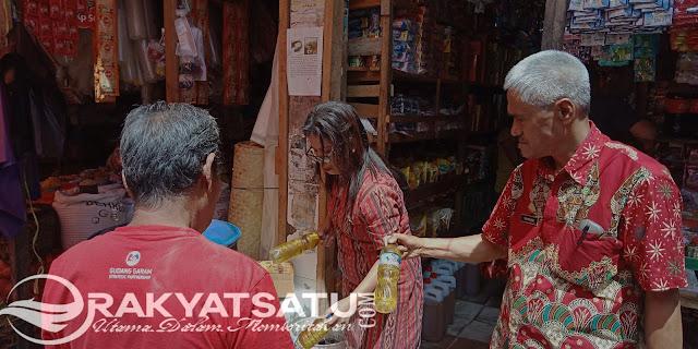 Gelar Sidak Jelang Natal, Tim Terpadu Tana Toraja Dapati Minyak Curah yang Kotor Dijual Bebas di Pasar