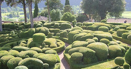 The presurfer surreal views of the marqueyssac topiary for Marqueyssac topiary gardens philippe jarrigeon