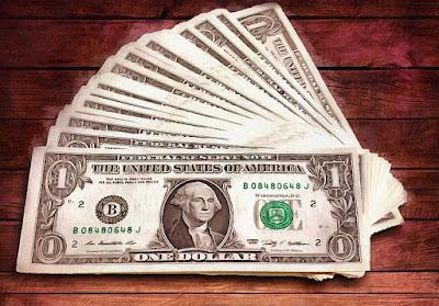 Ilustrasi transaksi tunai menggunakann mata uang Dollar (USD). Sumber : wikiipedia.