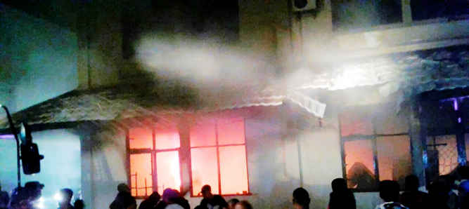SK tenaga kerja honorer di lingkup Pemerintah Kota Tual, khususnya yang lama dan sudah ditandatangani oleh Wali Kota Adam Rahayaan, ikut musnah saat ruang Badan Kepegawaian Daerah (BKD) Kota Tual terbakar pada Minggu malam (26/3).