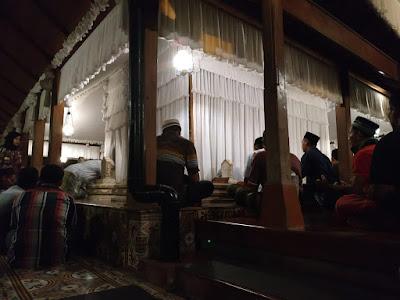 pengalaman shalat di masjid menara kudus