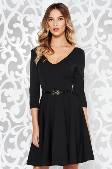 Rochie de ocazii neagra eleganta in clos din stofa elastica subtire cu decolteu in v cu accesoriu tip curea