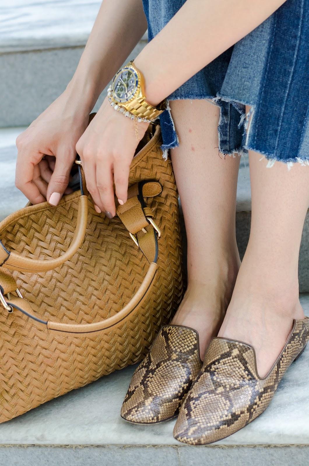 fashion blogger diyorasnotes diyora beta white t-shirt mom jeans loafers asos bag straw hat