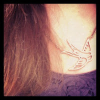 Target bird necklace