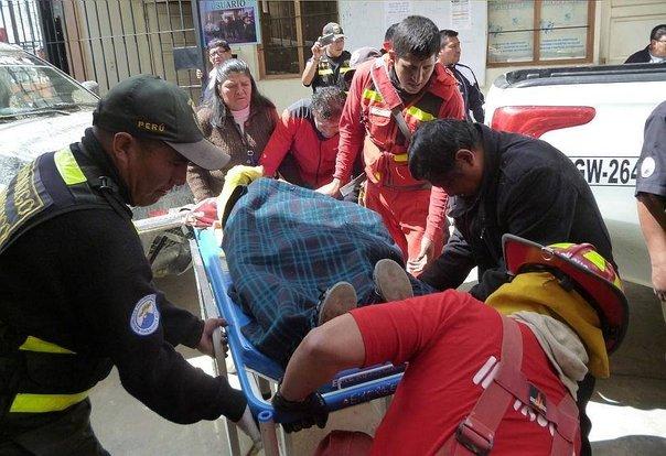 Trece escolares heridos tras caer combi a un abismo (Videos)