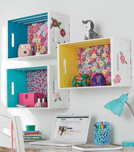 nicho fundo forrado floral home office reutilizar caixotes de madeira