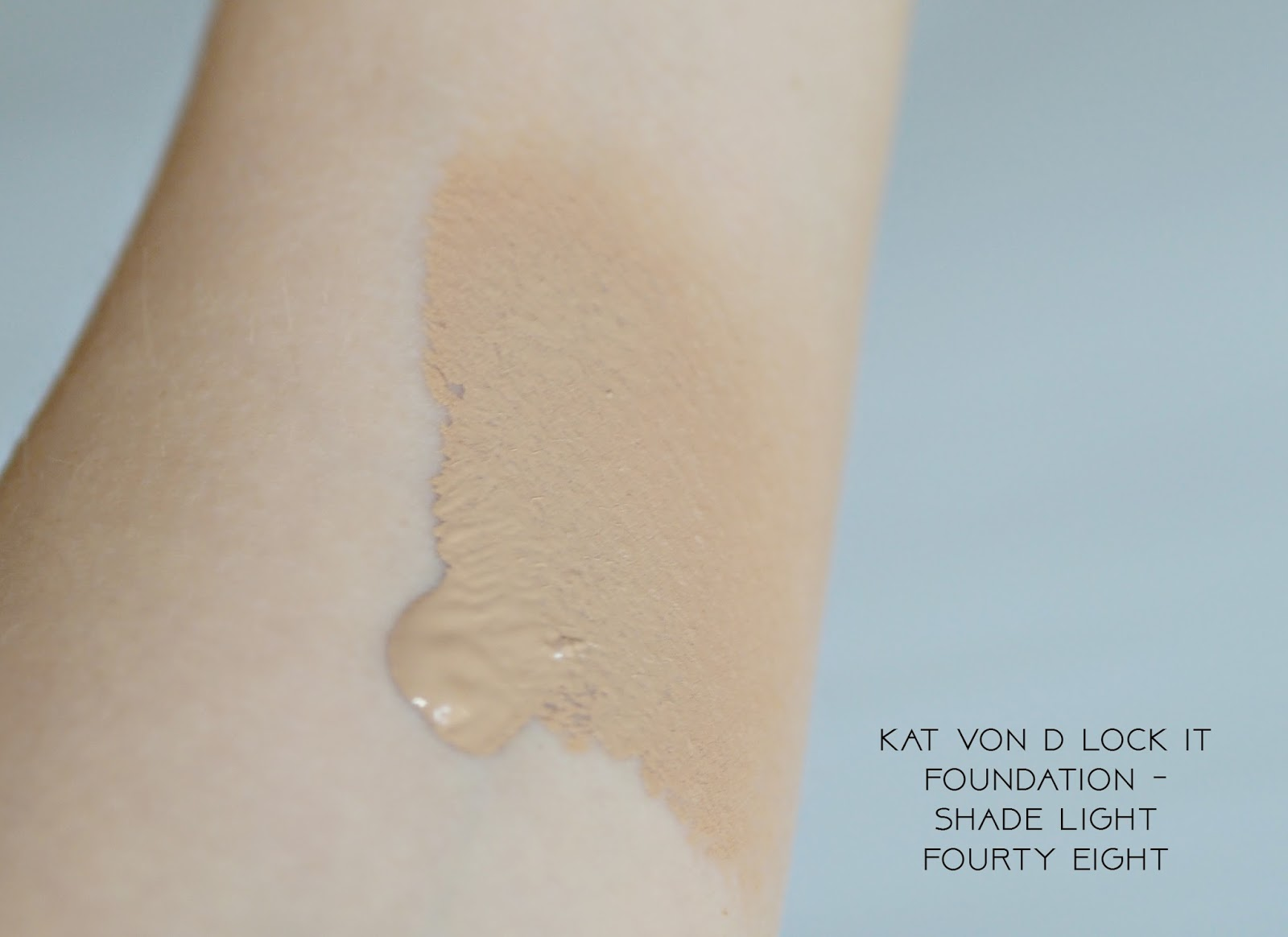 Kat Von D Lock it foundation - shade light 48, swatch