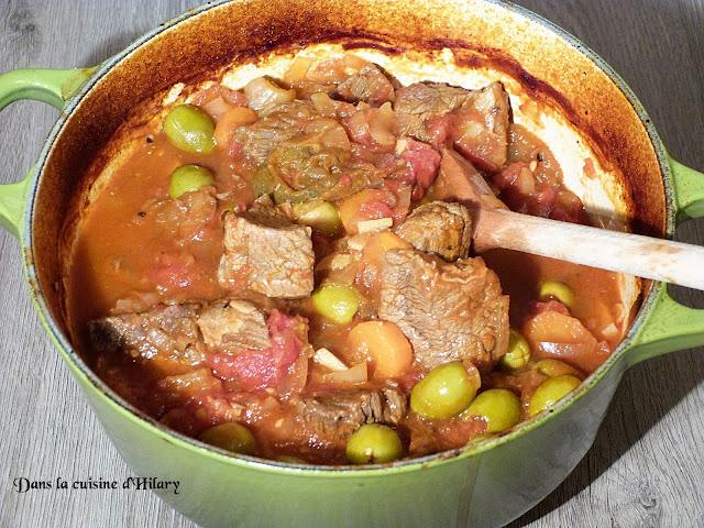 Boeuf mijoté aux olives en cocotte - Dans la cuisine d'Hilary