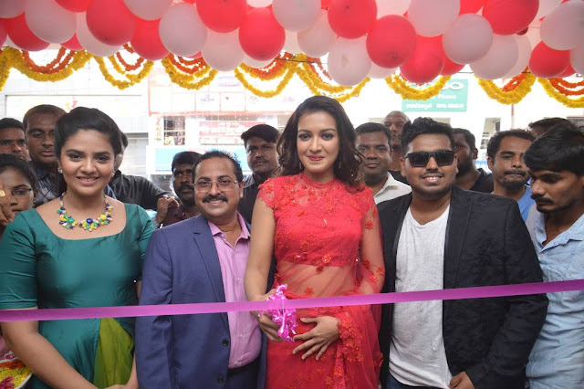 Catherine Tresa and Sreemukhi Launches Bnew Mobile store at Guntur