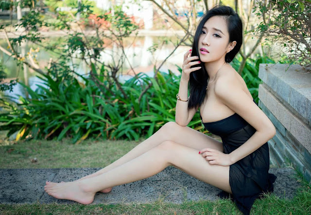Attractive Liyi Chinese Model Photos 1