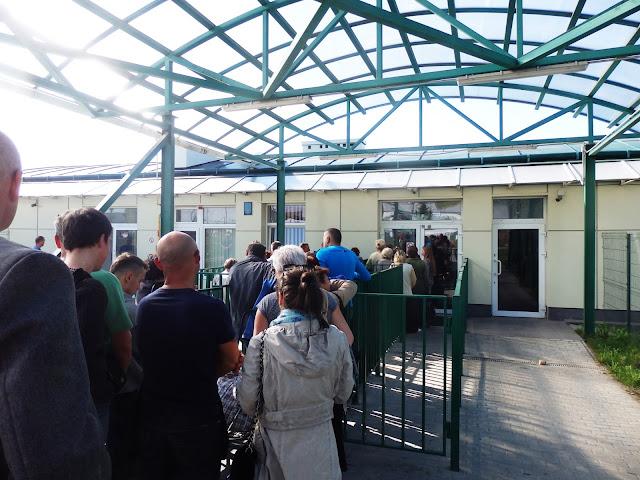 Kolejka do odprawy granicznej, Szegini (Ukraina).