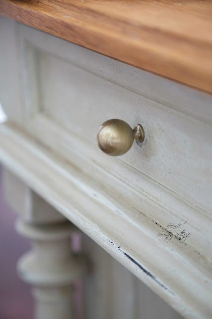 round knobs in kitchen