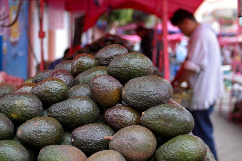 El IMSS recomienda consumir aguacate mexicano para mejorar la salud.