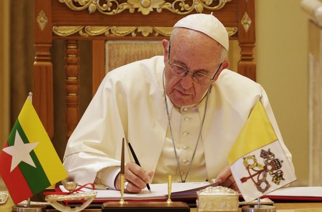 """El papa Francisco modifica el catecismo y declara """"inadmisible"""" la pena de muerte"""