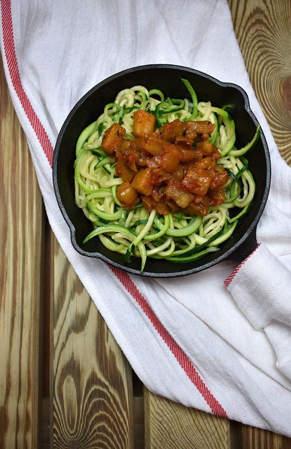 Espaguetis de calabacín con boloñesa de berenjena