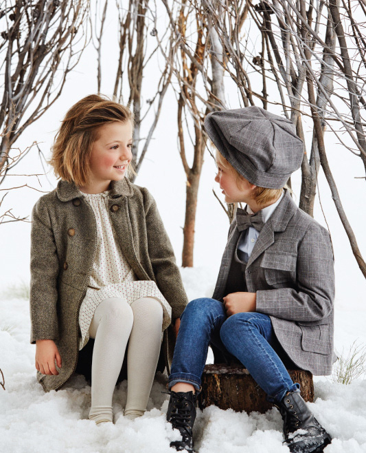Tapados para nenas y trajes sastre para nenes. Moda invierno 2017.
