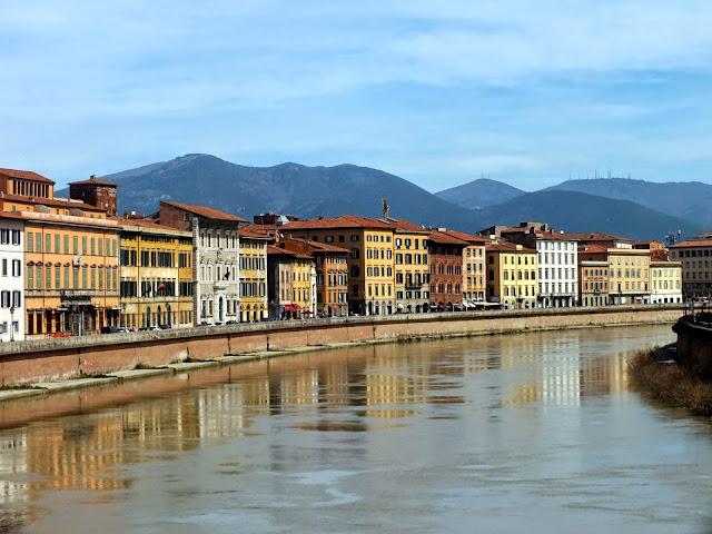 Paseando por el río de Pisa