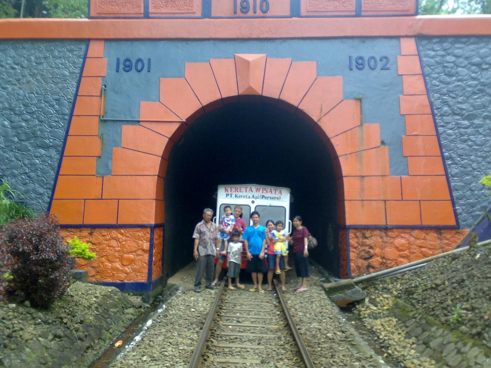 Menyusuri Jejak Kolonial Dengan Lori Wisata Kalibaru Garahan