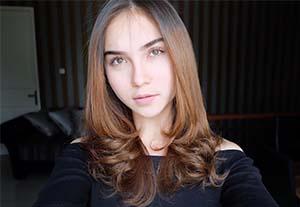 Elina Joerg Cantik
