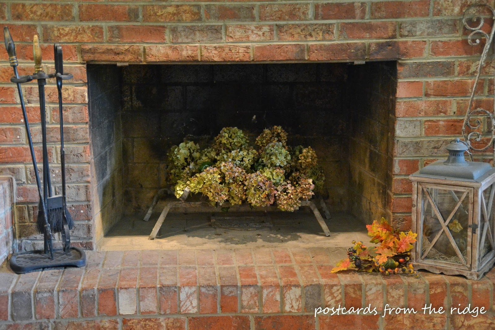 Love dried hydrangeas. There are lots of great ideas on this site for pretty fall decor using natural, vintage, and farmhouse style items.