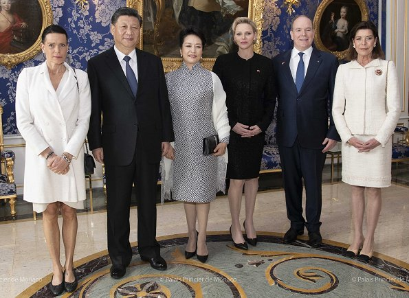 Prince Albert, Princess Charlene, Princess Caroline and Princess Stéphanie hosted President Xi Jinping and Peng Liyuan. Akris dress