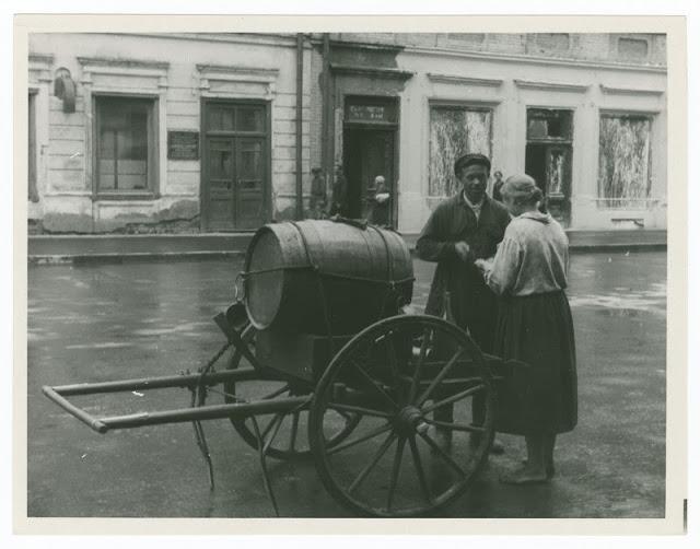 vintage photos of soviet union back in 1930 vintage everyday. Black Bedroom Furniture Sets. Home Design Ideas