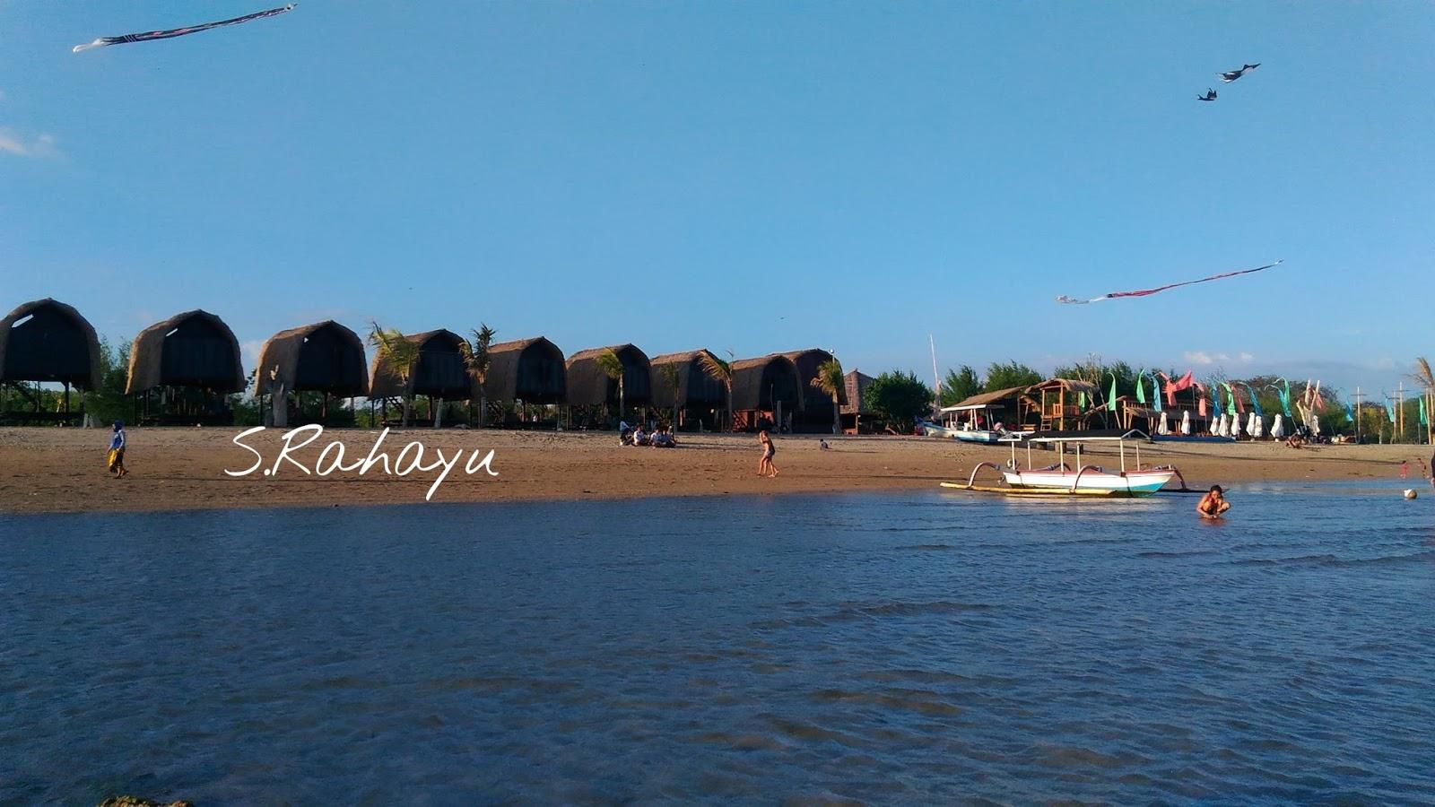 Pesona Keindahan Pantai Mertasari Istana Bunda Vian