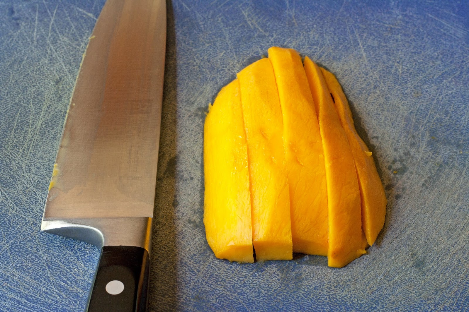 Slice the mango width wise or lengthwise
