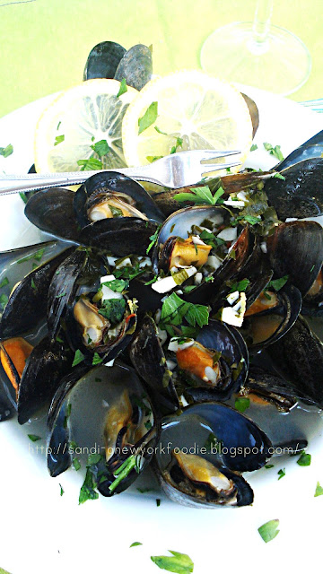 Steamed Mussels in a Garlic and Lemon Broth
